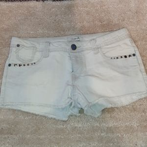 White-washed jean shorts with metal details